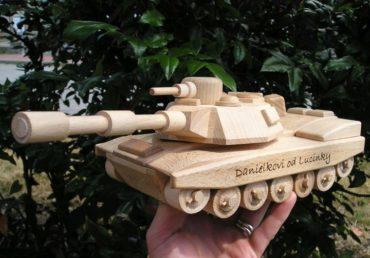 US drevený tank Abrams, drevená hračka