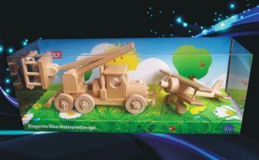Drevené hračky, autoplošina a dvojplošník lietadlo