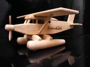 Hydroplán - drevené lietadlo   drevené hračky   darčeky pre pilotov