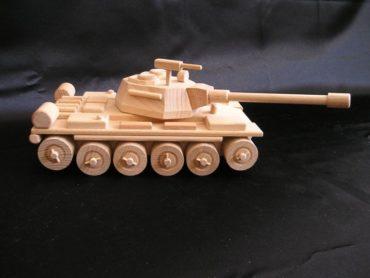 Ruský tank T72 drevená hračka, pojazdný s otočnou vežou aj guľometom.