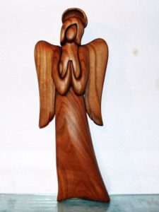 Drevený anjel so svätožiarou. 25 cm, soška