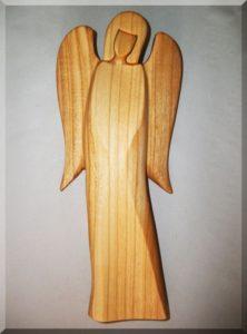 Soška Anjel B, materiál čerešňa, v. 21 cm | drevený anjel strážny