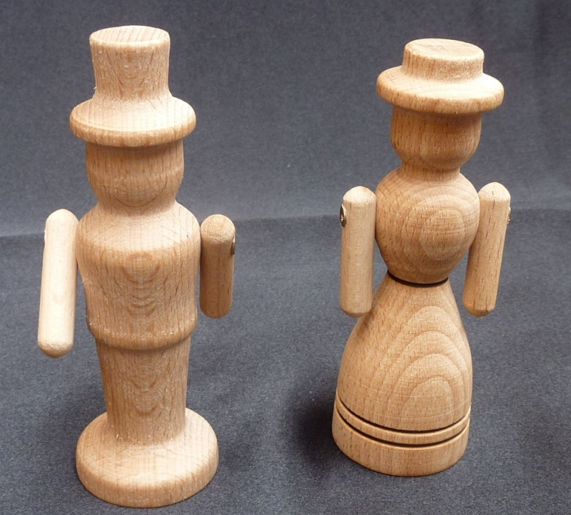 173-647-drevene-figurky-tatinek-maminka