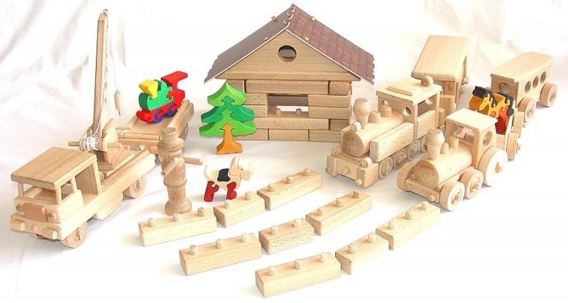 Železničné depo pre vláčiky, stavebnice   drevené hračky