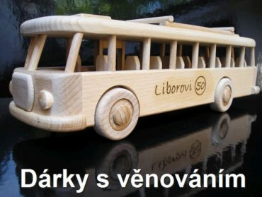 Československý autobus darček hračka