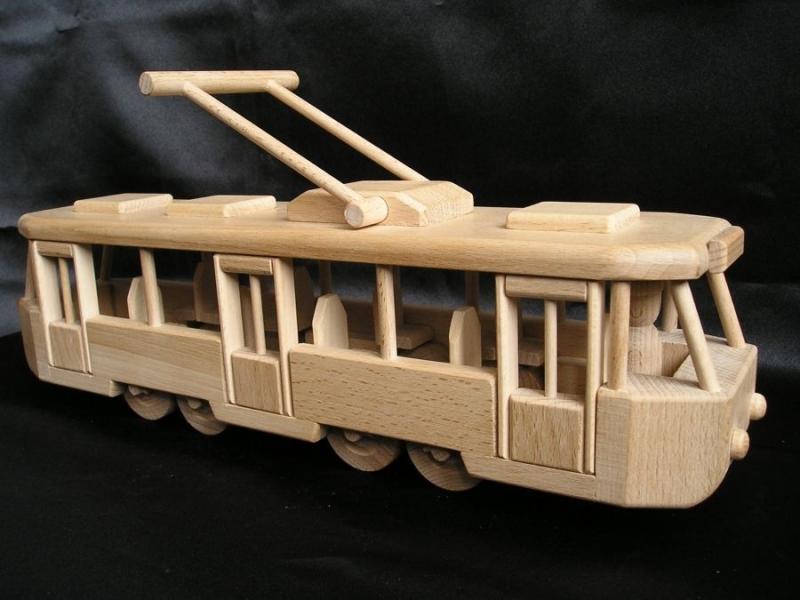 elektricka-tramvaje-hracky-ze-dreva