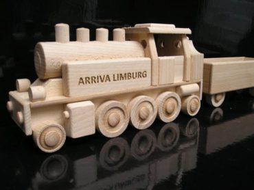 s dlhým vagónom s možnosťou prikúpenia ďalšieho vagónu. Jedná sa o celkom novým model drevené hračky pre deti.