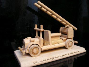 Hasičské, požiarne vozidlo   auto na podstave   drevené darčeky pre hasičov