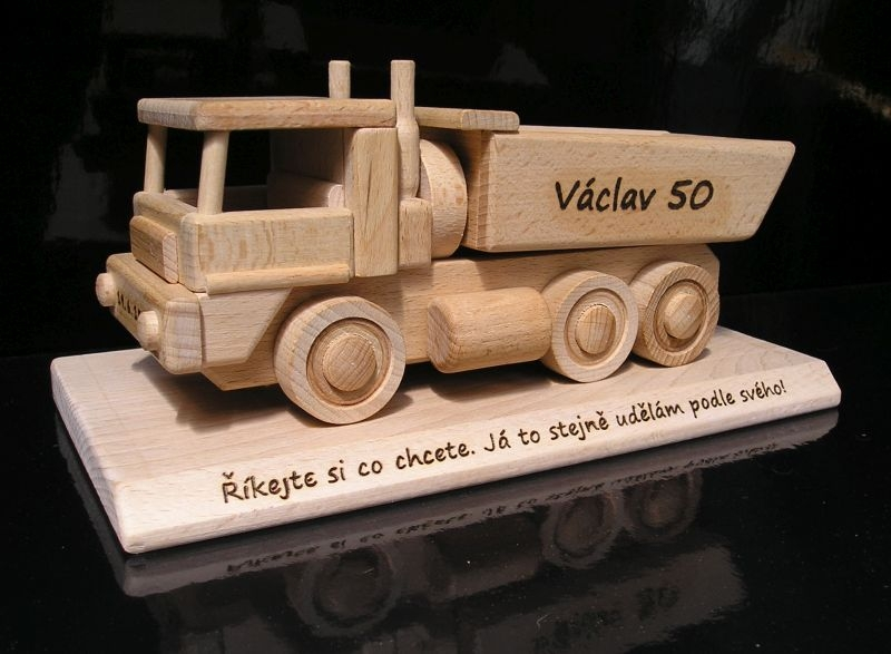Nákladné auto na podstave – darčeky pre mužov k výročiu