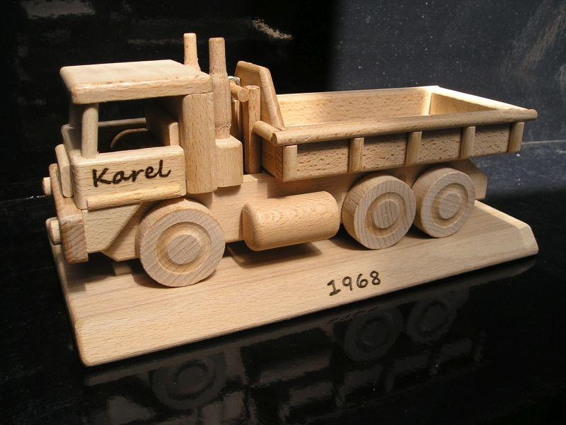 Nákladné auto TATRA na podstave | drevené darčeky pre vodiča šoféraci-narozeninam