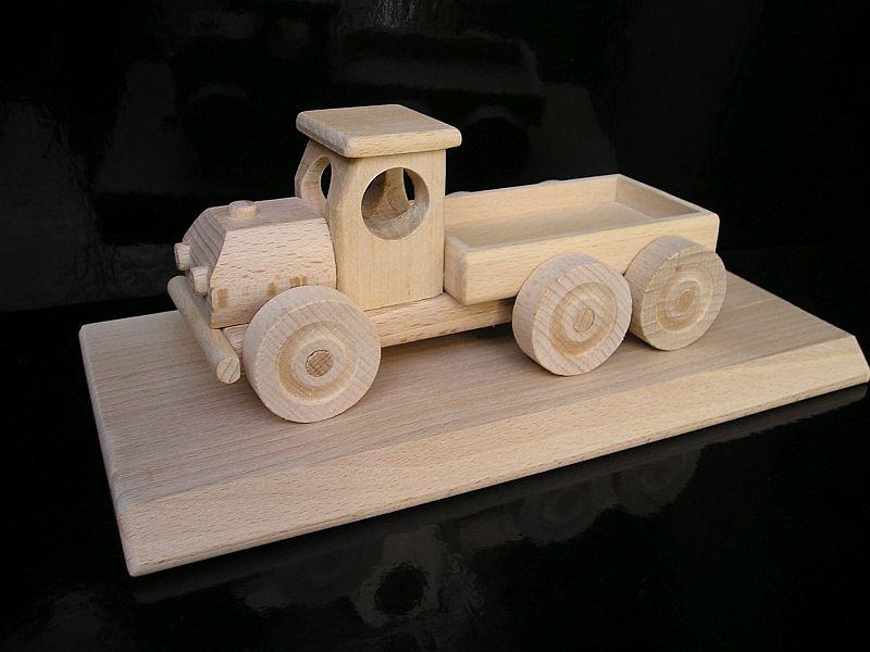 Drevené nákladné auto | darčeky na drevené podstave s tŕňom
