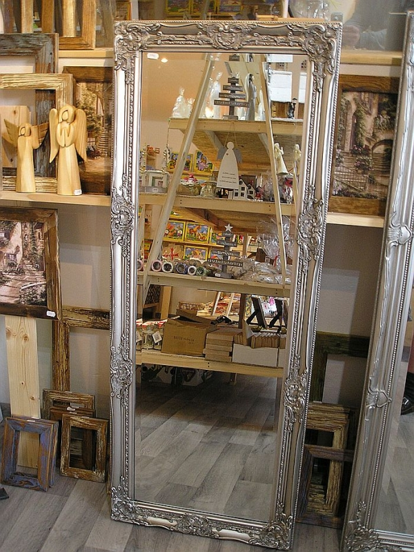Strieborné zrkadlo rám s ornamentom za stenu 133×52 cm