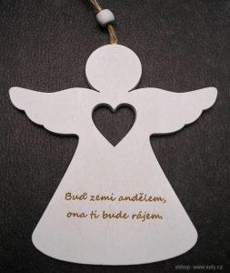 Drevený biely anjel s citátom | anjelik závesná dekorácia