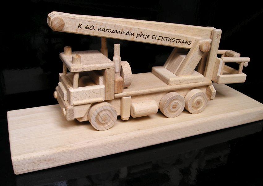 Montážne auto plošina, vysokozdvižná | drevený darček, hračkakozdvizna-darek-hracka