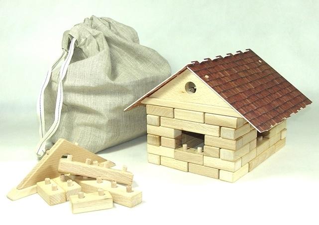 Drevené stavebnice – domček z drevených kociek