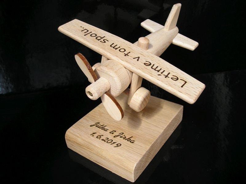 Lietadlo drevený darček k narodeninám pre pilotovm
