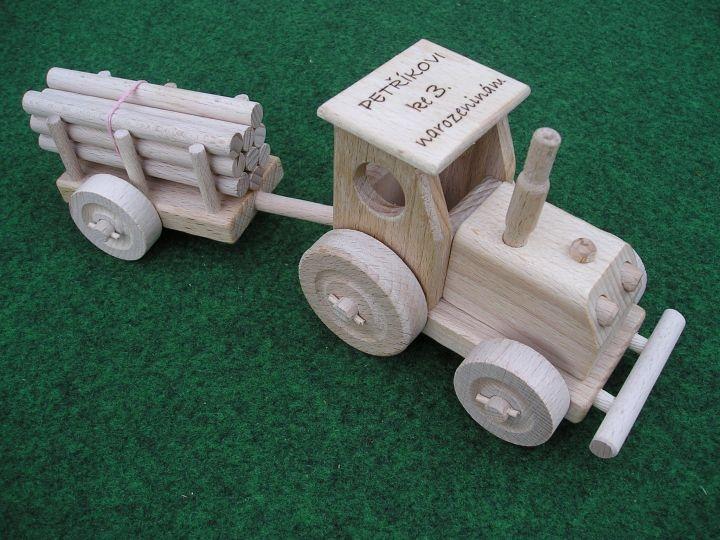 Poľnohospodársky traktor s vlečkou, detská hračka, drevené darčekyPoľnohospodársky traktor s vlečkou, detská hračka, drevené darčeky