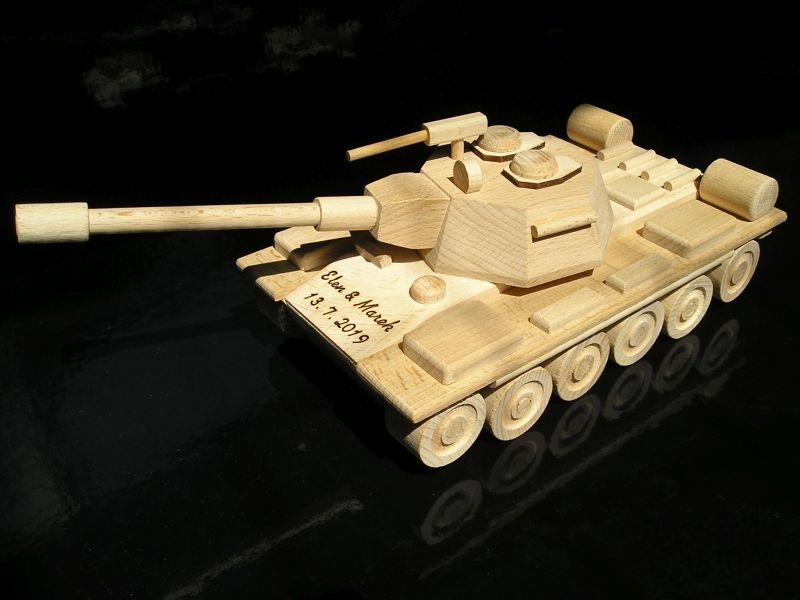 Tank, drevená hračka