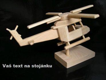 Vrtuľník pre pilota vrtulníku na stojančeku | drevené darčeky dárky a hračky