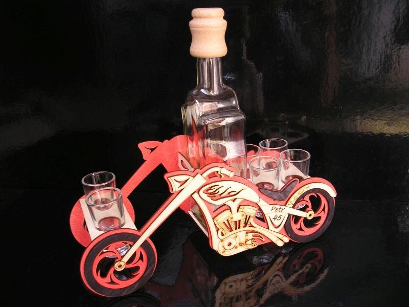 Darčekové fľašu a sklo na alkohol pre motorkárov   MOTORKA chooperrka