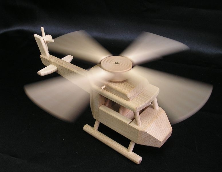 74-297-detsky-dreveny-vrtulnik-krasne-hracky-pro-male-piloty-vrtulniku