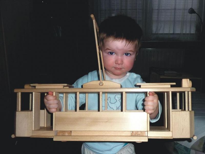 83-331-drevena-tramvaj-drevene-hracky-pro-deti