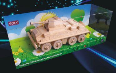 Vojenský transportér, tank. Drevená hračka, darčeky pre vojakov
