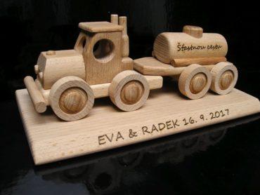 Darček po vodiča nákladného auta, drevené auto