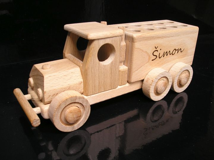 Hračky sťahovacie náklaďáček a drevený stojanček na ceruzky