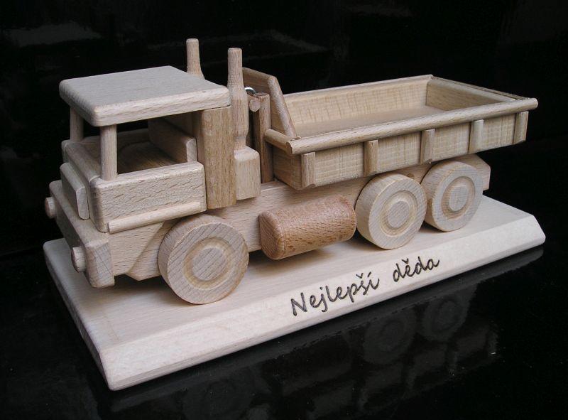 Nákladné auto TATRA na podstave | drevené darčeky pre vodiča šoféra