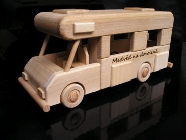 Karavan na podstave   obytný voz   drevený darček