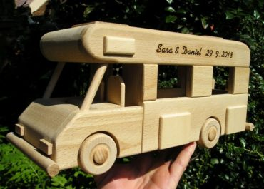 Karavan, obytný voz, drevené hračky darček.
