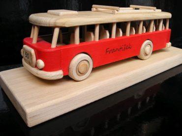 drevený darček, autobus hračka autobus