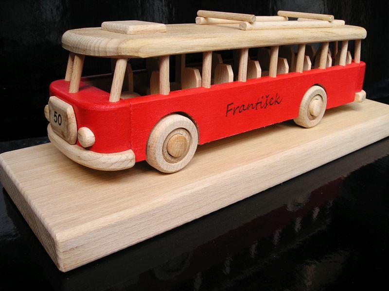 drevený darček, hračka autobus