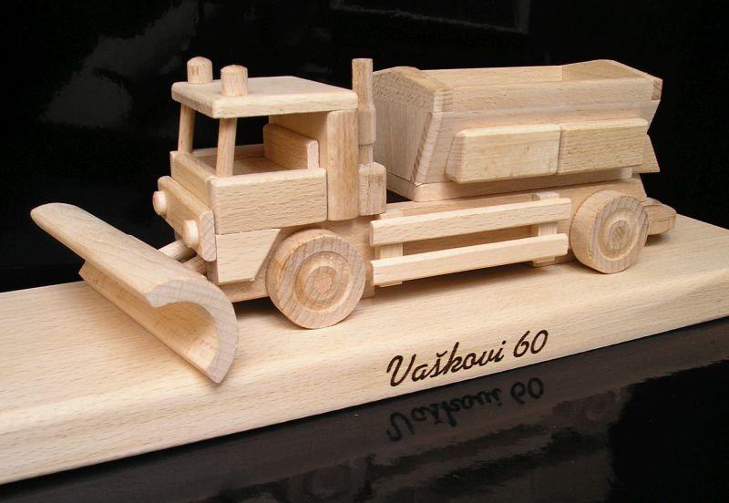 Sypače | snežné pluhy | drevené hračky | darčeky pre vodičovu v sekcii firemené darčeky