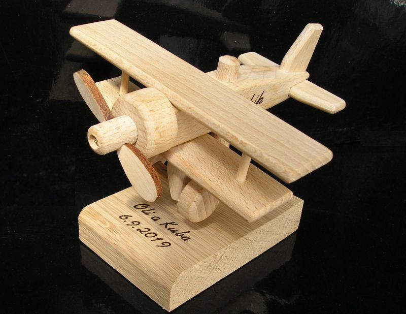 Lietadlo   drevený darček k narodeninám pre pilota