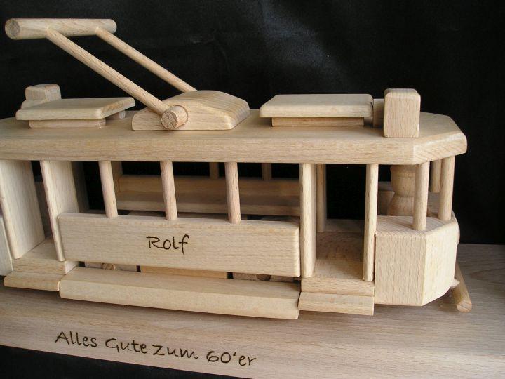 Elektrrička drevené darčeky pre vodičov električiek