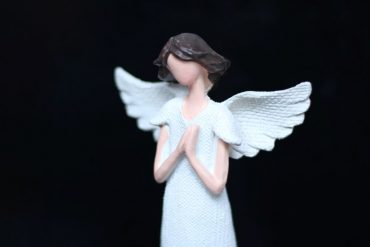 Biely anjel ochranca. Anjelik darček pre manželku, ženu.