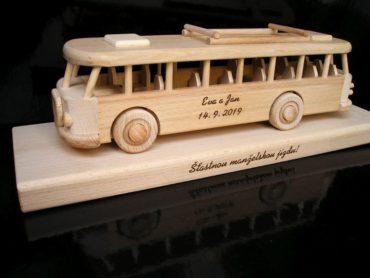 Drevené hračky pre deti a darčeky pre vodičov, vozidiel.