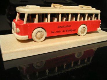 autobus drevený darček, hračka autobus