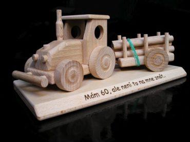 Traktor drevene darceky k narodeninam