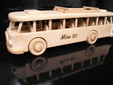 Autobus-dreveny darček pre šoféra, vodiča