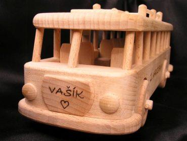 Drevené darčeky a hračky pre vodičov autobusov