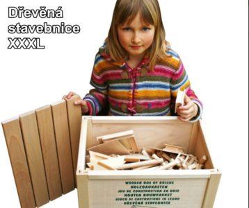 drevené kocky obľúbená detská stavebnica, dom, budovy, chata