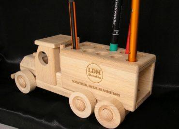 Auto stojan-držiak na ceruzku, drevené reklamné predmety