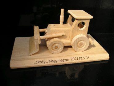 Traktor s radlicou darček pre bagristu