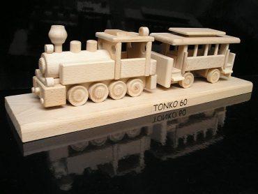 Dreveny model vlak železniciar