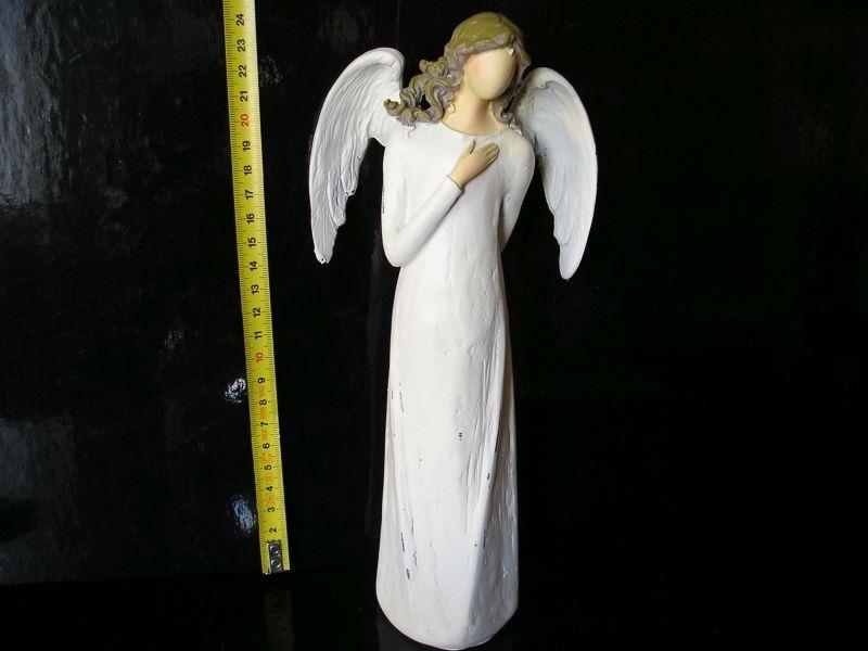 Biely anjel s krídlami, soška dekorácie keramika