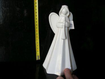 Biely anjel s trubkou, píšťalou, keramická soška dekorácie