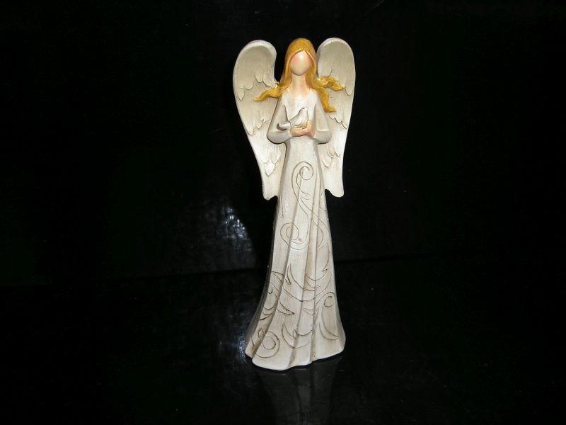 Biely anjel strážny s holubom, sošky